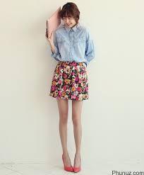 Học cách phối áo thun và chân váy đáng yêu.